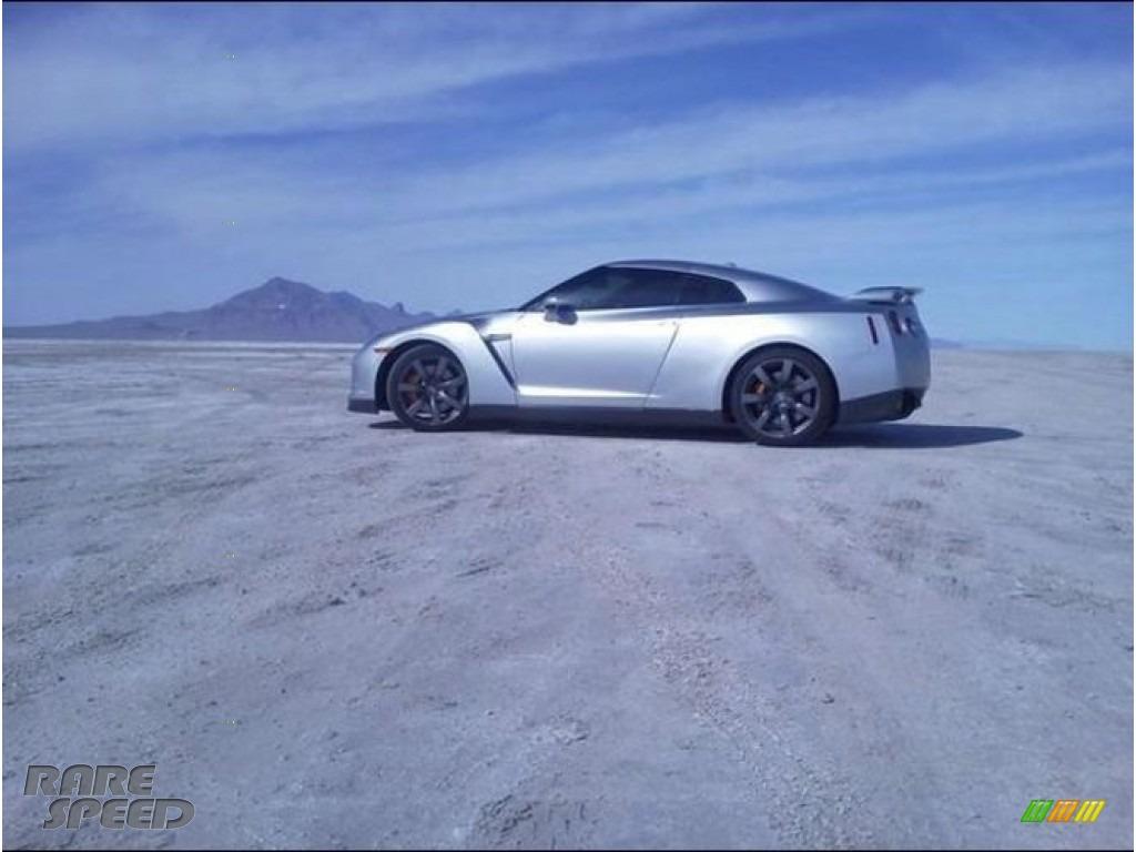 Super Silver Metallic / Black Nissan GT-R Premium