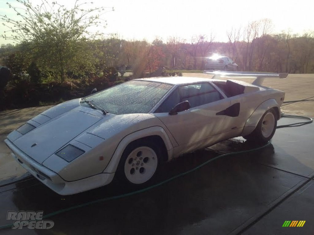 White / Black Lamborghini Countach LP5000 S