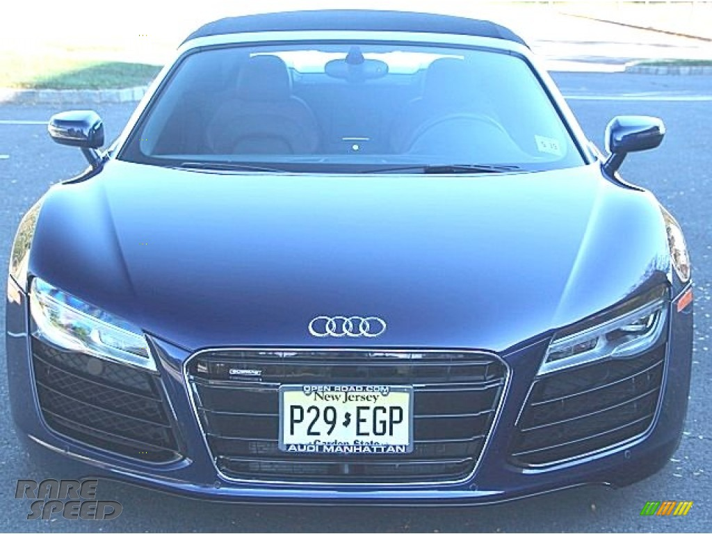 2014 R8 Spyder V8 - Estoril Blue Crystal Effect / Nougat Brown photo #1