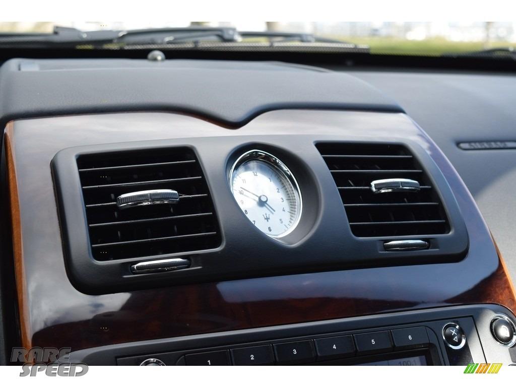 Grigio Touring (Silver) / Nero Maserati Quattroporte