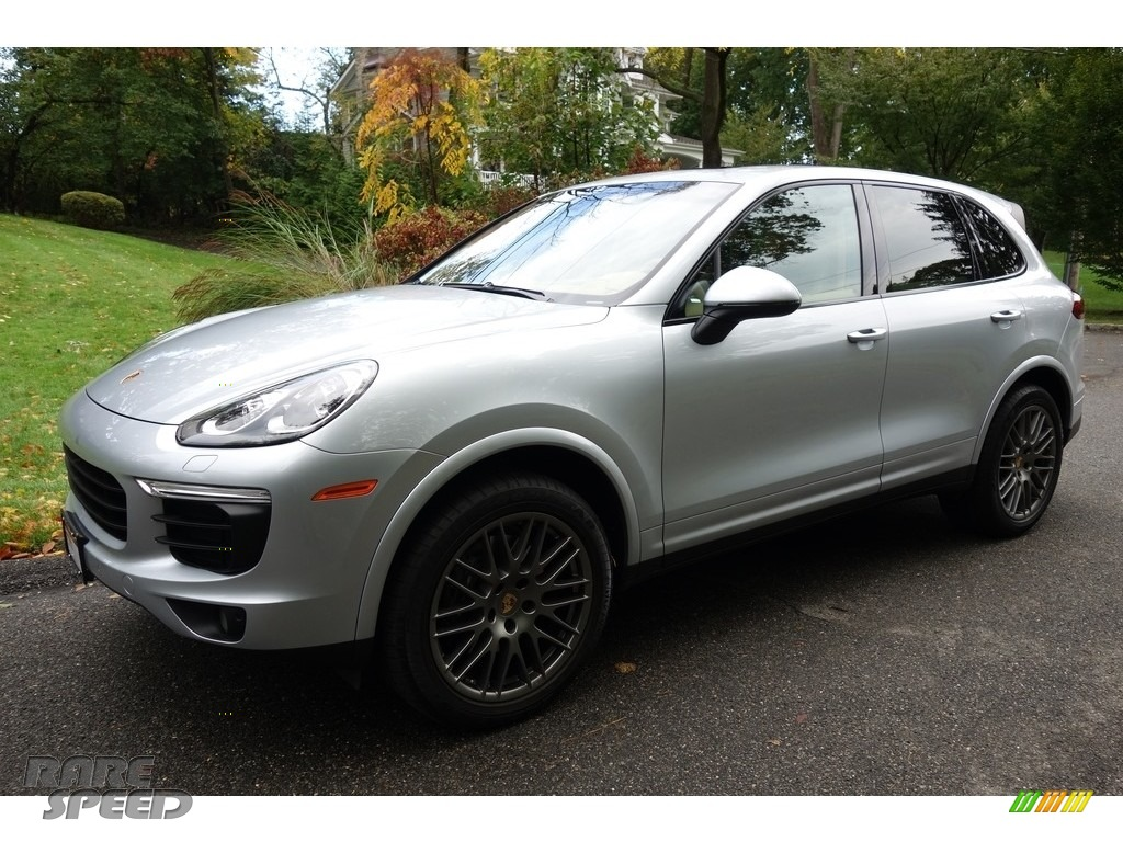2017 Cayenne Platinum Edition - Rhodium Silver Metallic / Luxor Beige photo #1