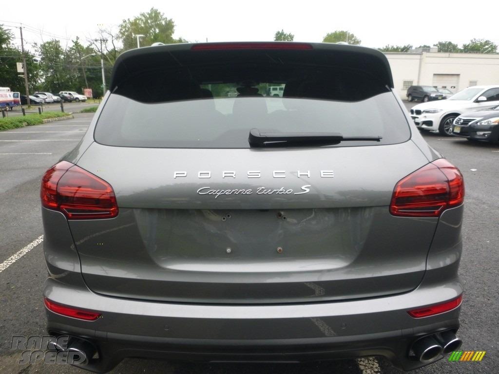 2016 Cayenne Turbo S - Meteor Grey Metallic / Black/Garnet Red photo #4