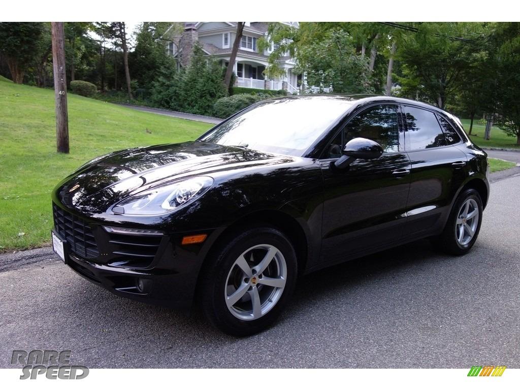 Black / Black/Luxor Beige Porsche Macan
