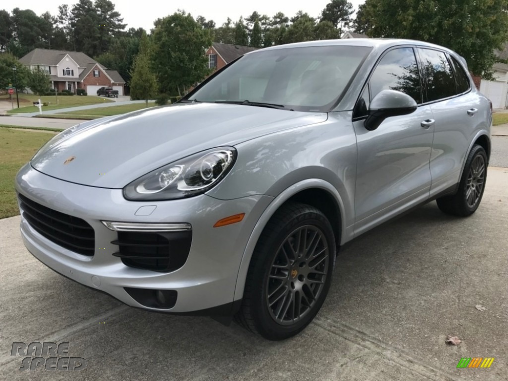 Rhodium Silver Metallic / Black Porsche Cayenne Platinum Edition