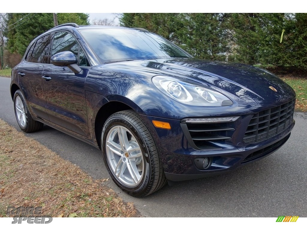 Night Blue Metallic / Black/Garnet Red Porsche Macan