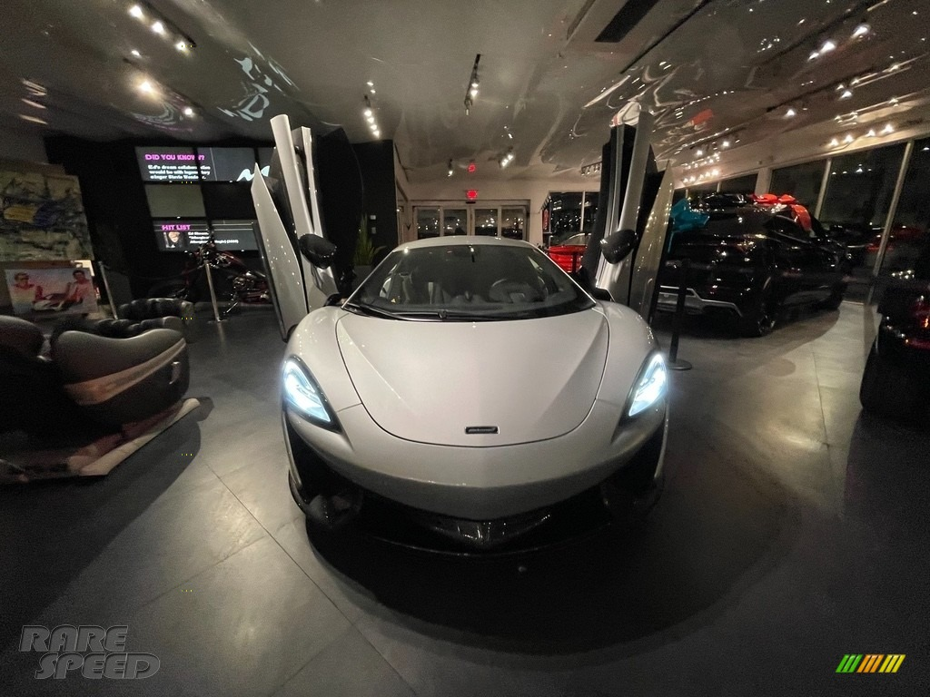 Ice Silver / Carbon Black McLaren 570S Coupe